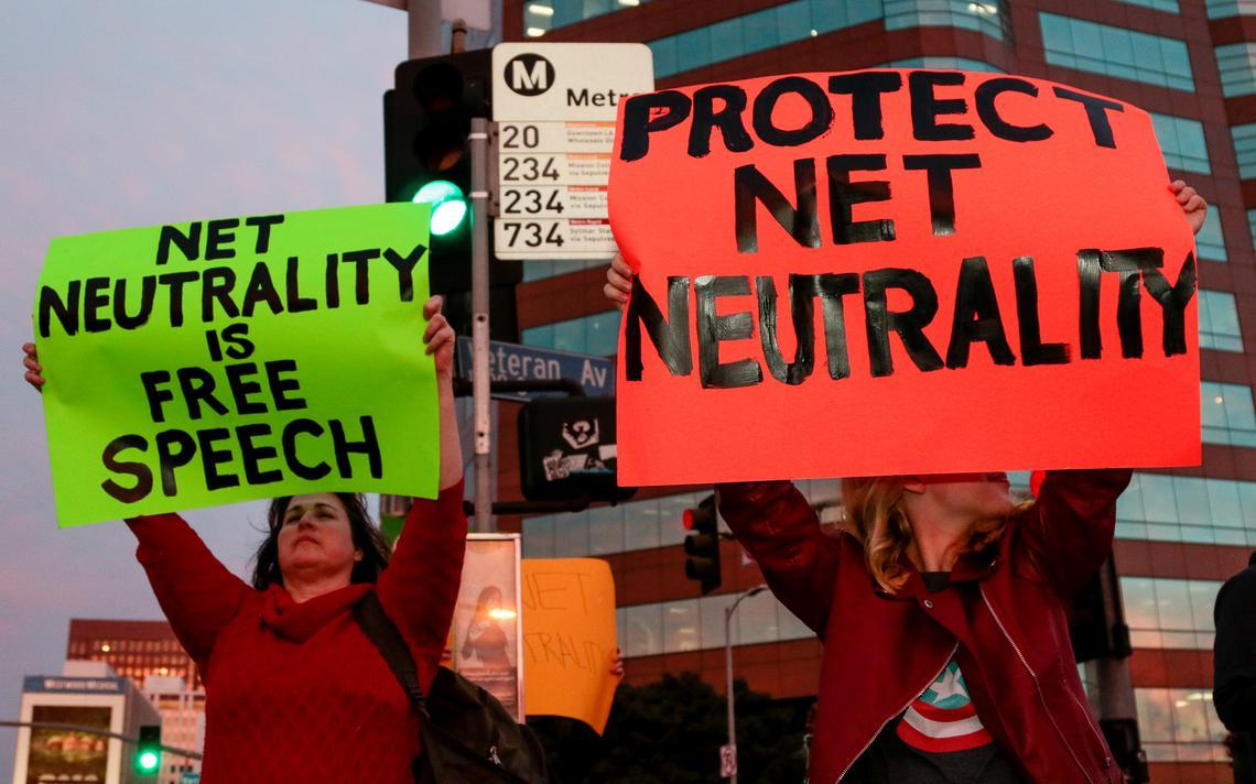 Protesto contra o fim da neutralidade de rede em Los Angeles, nos EUA, em novembro de 2017