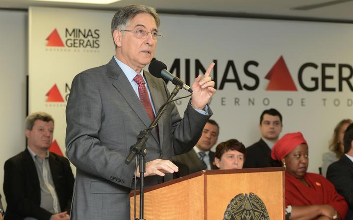 Fernando Pimentel faz discurso em solenidade no Palácio Tiradentes, sede do governo