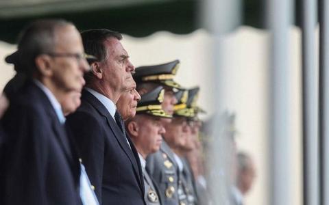 Por que as Forças Armadas dão 'tranquilidade' a Bolsonaro