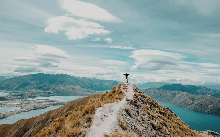 Observador no Roy's Peak, na Nova Zelândia, em 2017