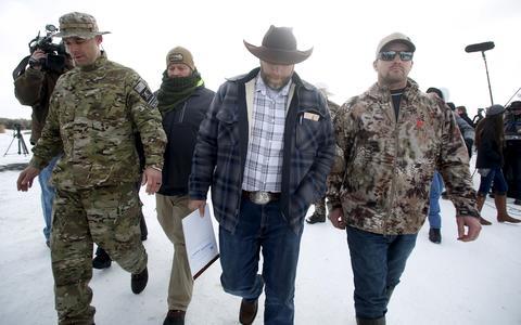 Como um grupo armado do oeste expõe questões sensíveis dos EUA