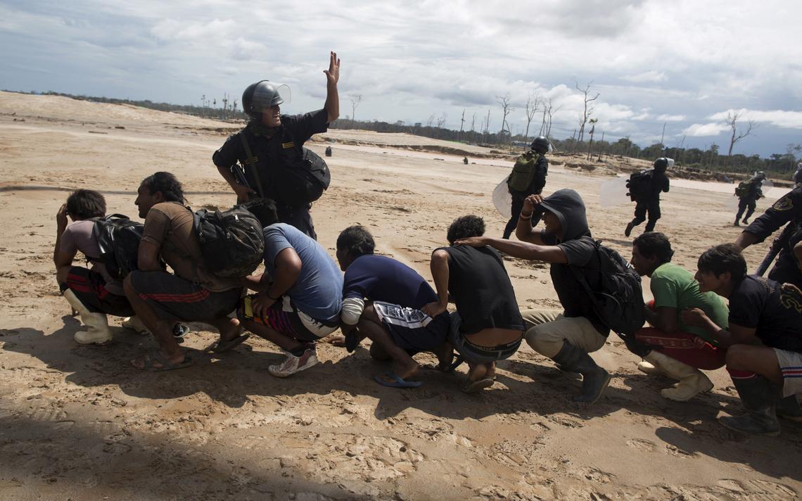 Mineradores presos no Peru