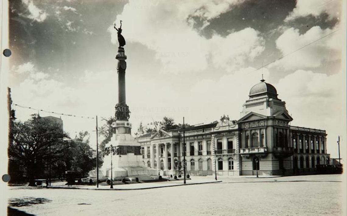 Monumento Glória Imortal aos Fundadores de São Paulo. Vista parcial do Pátio do Colégio