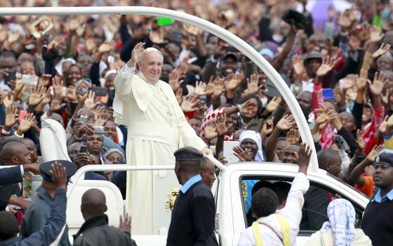 Quais as três mensagens centrais do papa na África