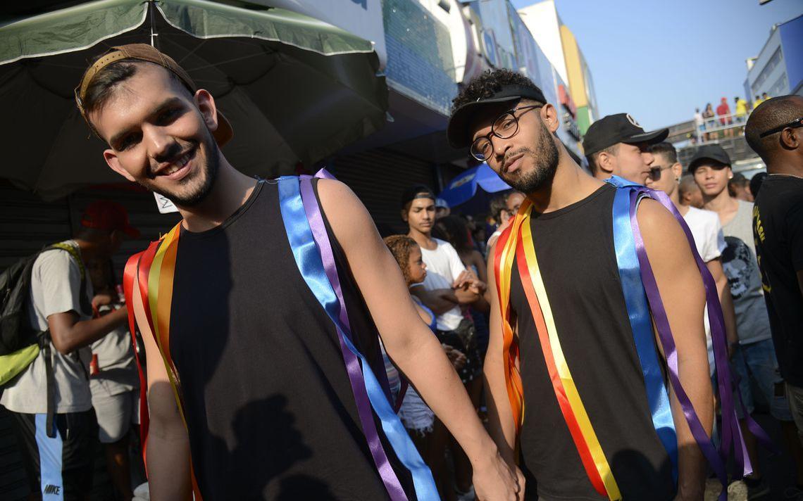 Participantes da 18ª edição da Parada LGBTI de Madureira, na zona norte do Rio de Janeiro, em 2018