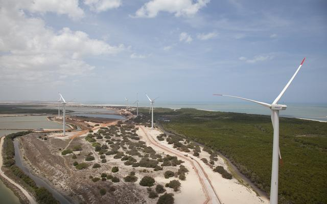 Imagem aérea de parque eólico em área de Caatinga