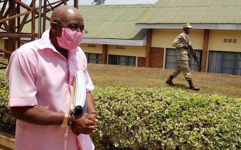 Tribunal condena herói do filme 'Hotel Ruanda' por terrorismo
