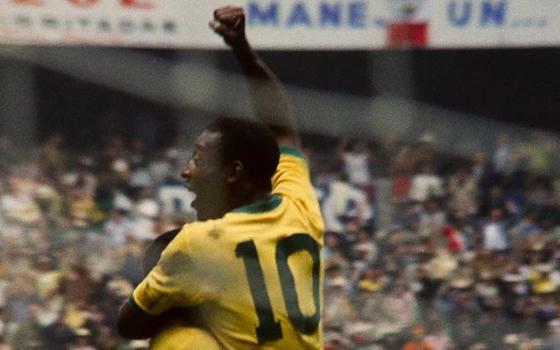 O documentário que tenta trazer um novo enfoque sobre Pelé