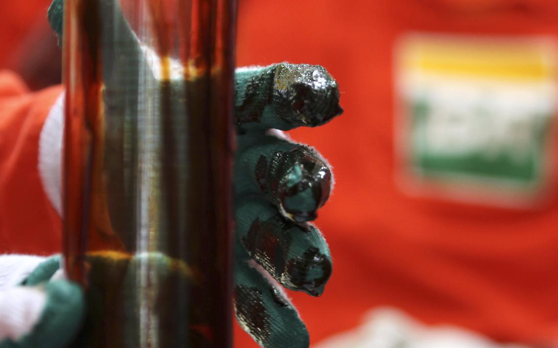 Amostra de petróleo do pré-sal extraída no litoral do Rio de Janeiro