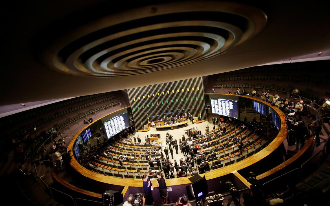 Plenário da Câmara dos Deputados visto da galeria aberta ao público
