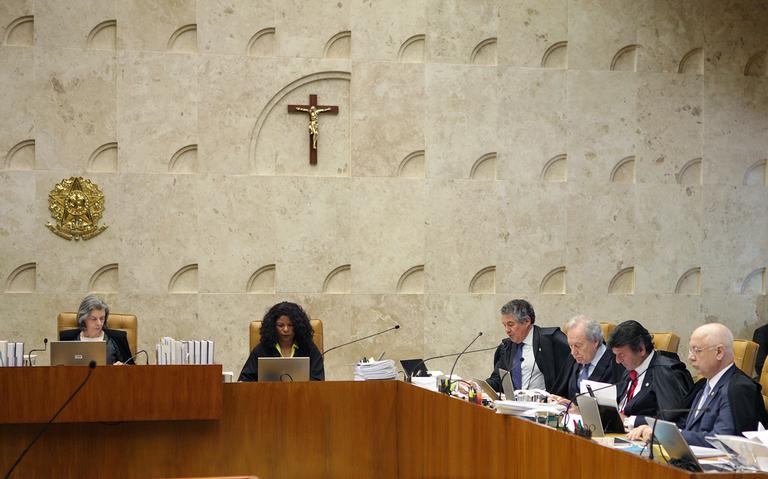 Sessão do STF presidida pela ministra Cármem Lúcia que decidiu por 3 votos a 6 que Renan Calheiros permanece como presidente do Senado