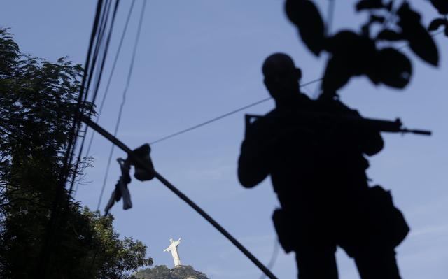 PM fluminense monta guarda no Rio