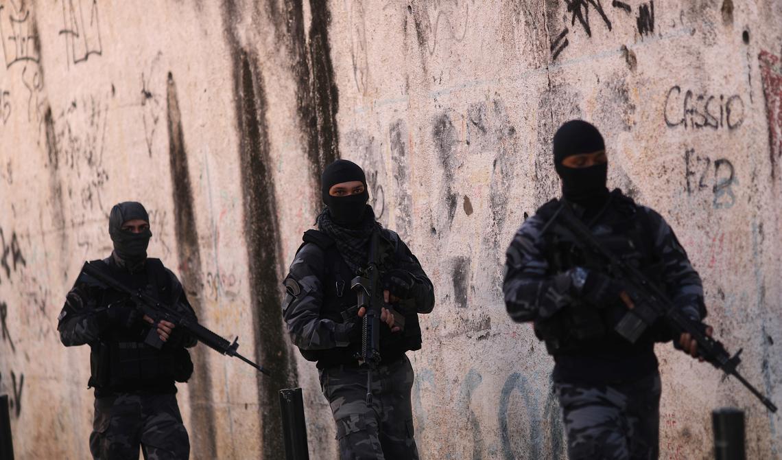 Policiais durante operação no Rio de Janeiro