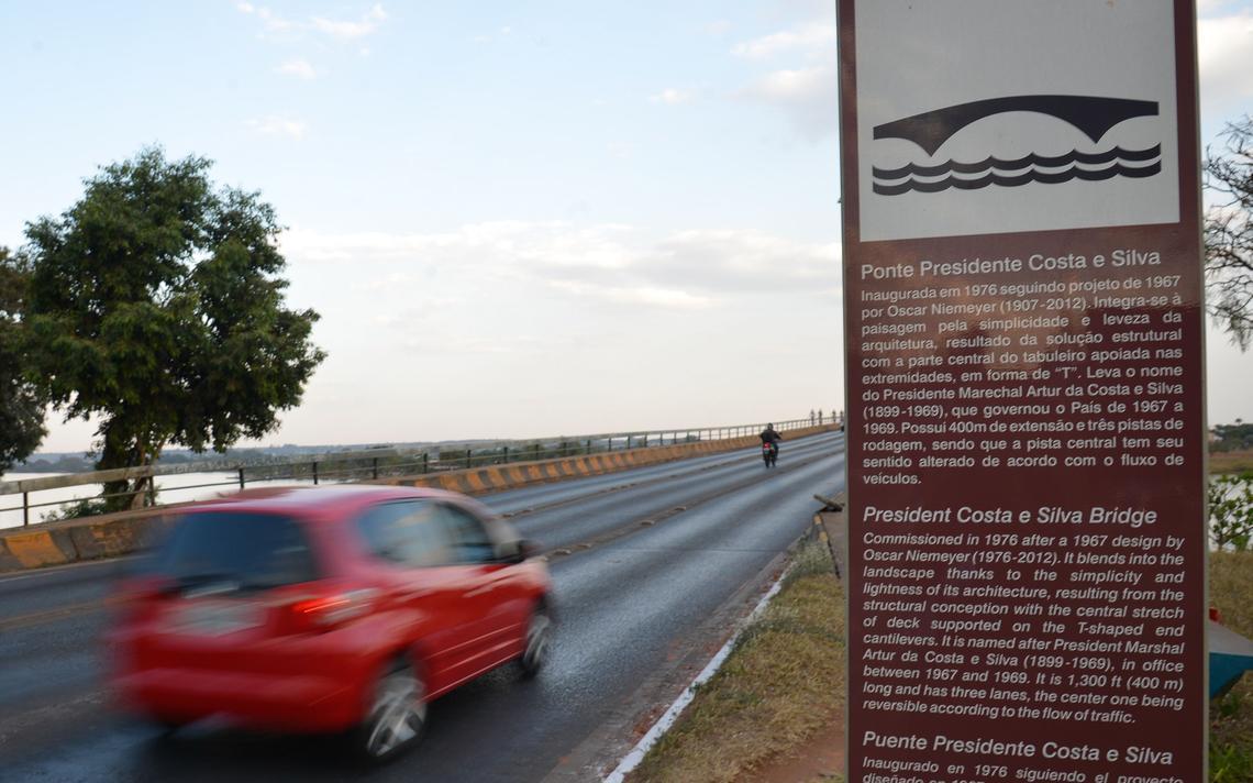 Entrada da ponte, com a placa escrita