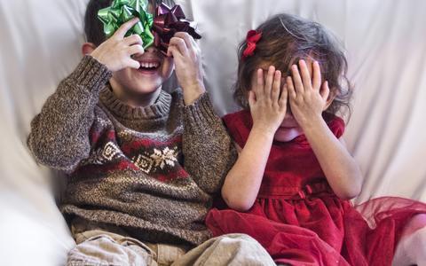 Crianças pequenas são péssimas para se esconder. Em nova teoria, psicólogos explicam por quê