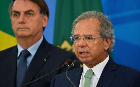 As disputas em torno do auxílio emergencial para informais
