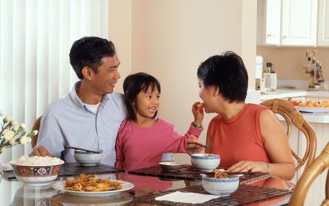 Por que refeições em família trazem benefícios para as crianças