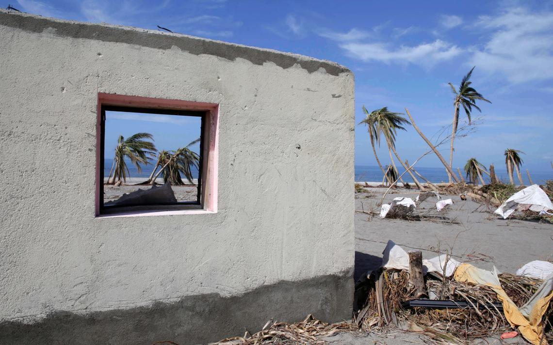 Casa destruída por furacão no Haiti