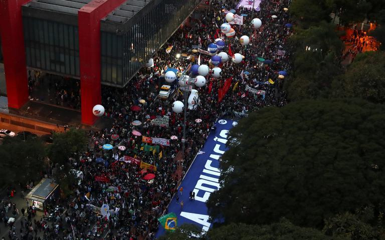 Manifestantes se reúnem na avenida Paulista, em São Paulo