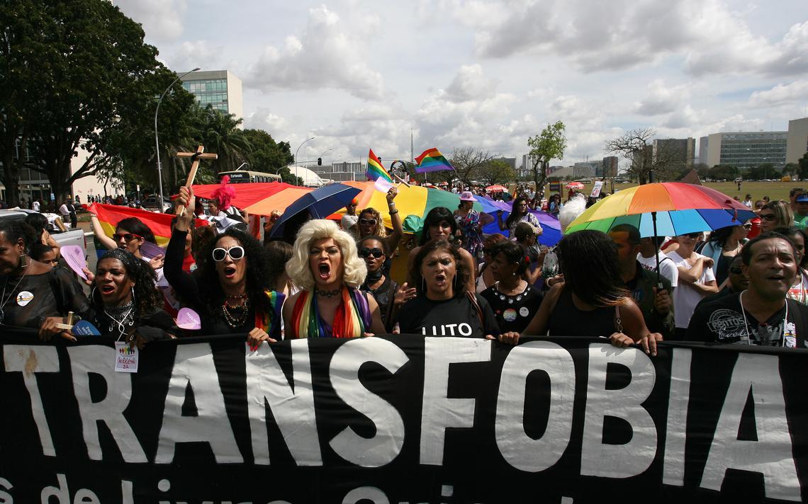 Faixa contra Transfobia exibida durante a Marcha Nacional Contra a Homofobia