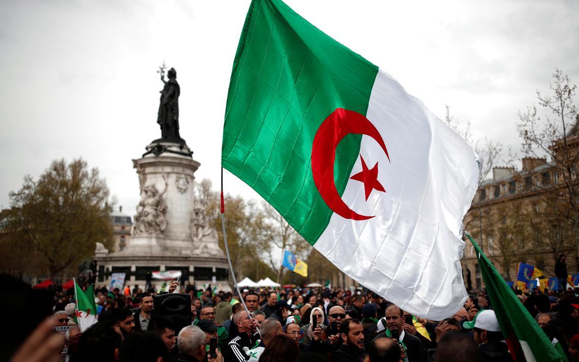 Protesto_Argélia