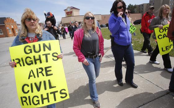 Por que é tão difícil controlar as armas nos EUA