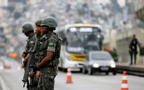 Qual o papel das Forças Armadas no Brasil e na Argentina