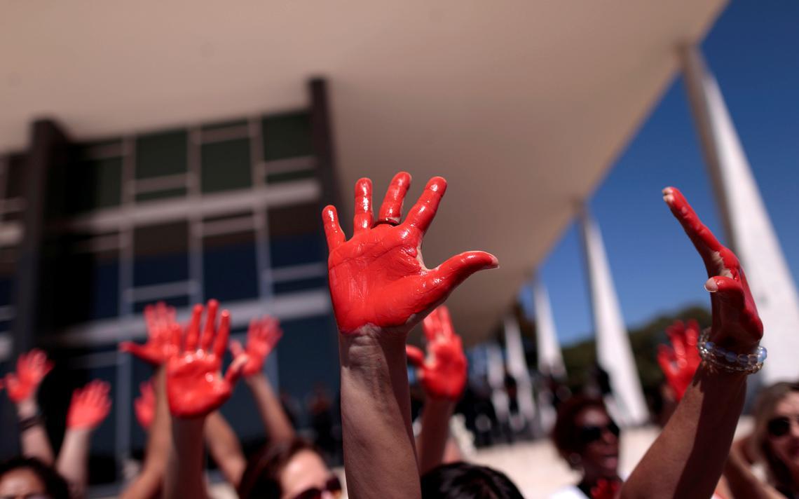 Mulheres protestam contra feminicídio em Brasília