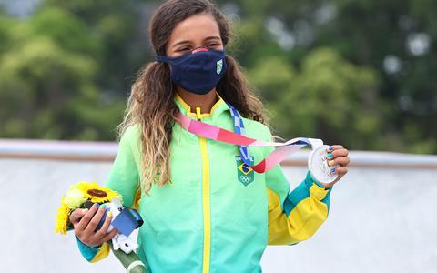 Rayssa Leal ganha prata no skate aos 13 anos de idade