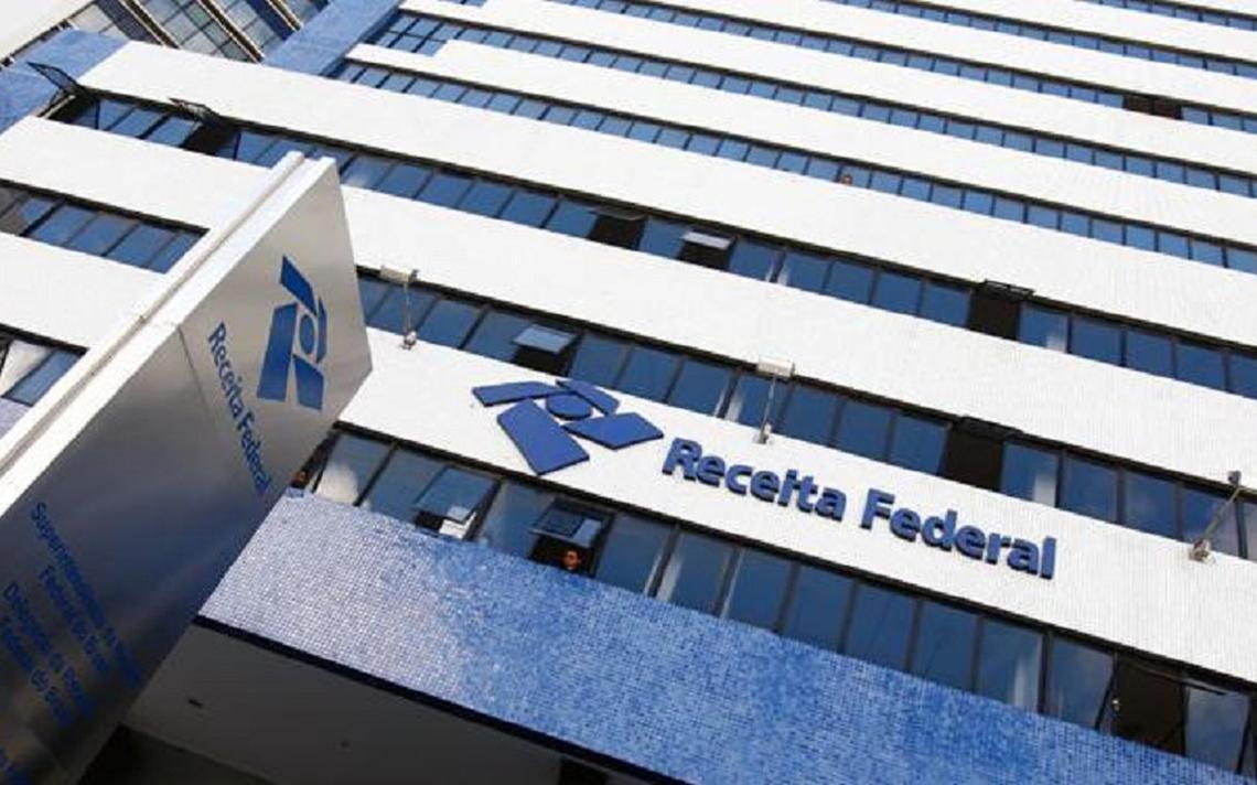 Fachada de prédio da Receita Federal