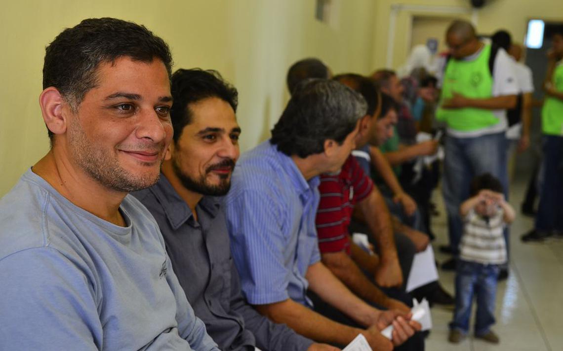 Refugiados sírios recebem atendimento médico, em SP