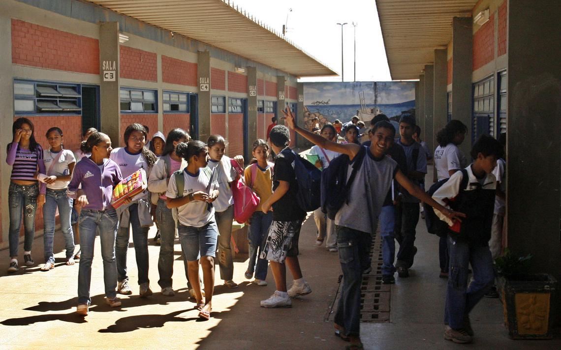 Estudantes em escola pública brasileira