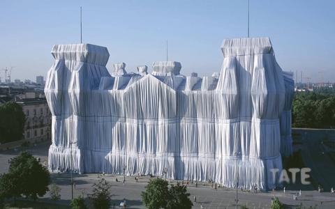 4 construções embrulhadas pelo artista Christo