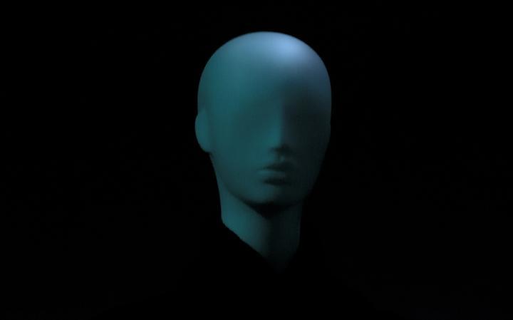 Rosto de manequim azul
