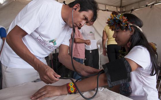 A proposta de municipalizar a saúde indígena