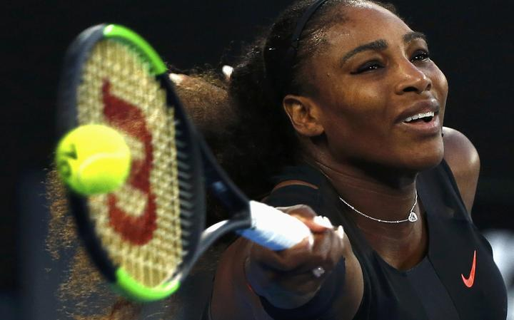 Serena durante jogada contra sua irmã, Venus Williams, na final do Aberto da Austrália.