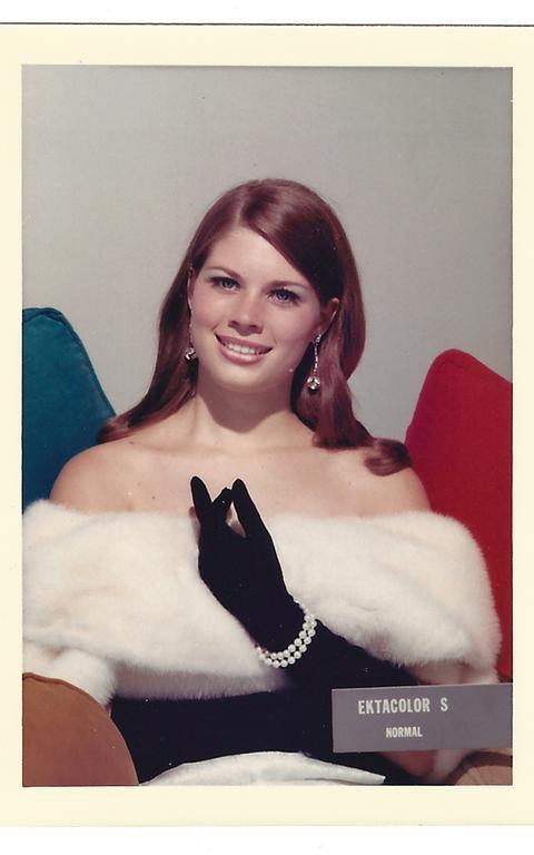O parâmetro utilizado pela Kodak para calibrar as cores nas fotos eram cartões que sempre exibiam uma mulher de pele clara