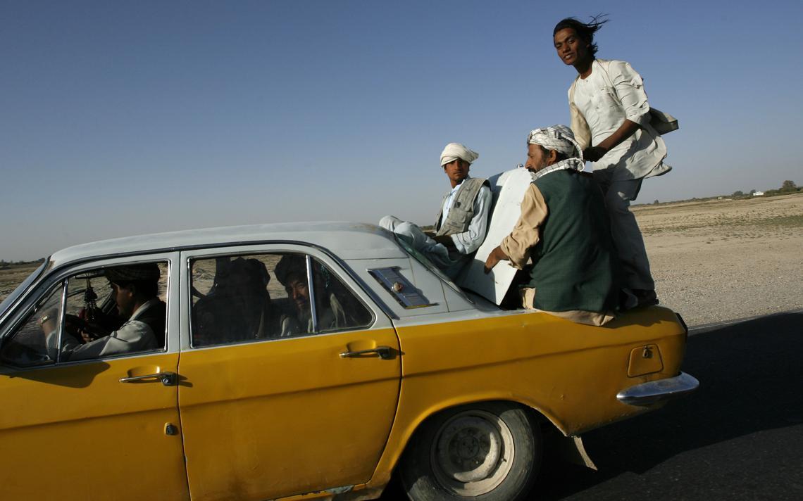 Táxi no norte de Cabul