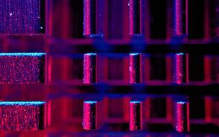 Imagem focada na placa-mãe de um computador