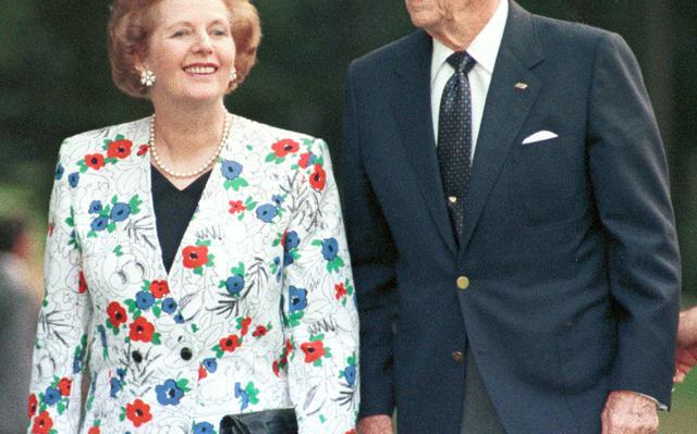 Margaret Thatcher e Ronald Reagan durante encontro do G7, em 1988