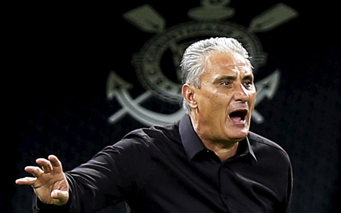 Tite reage durante jogo do Campeonato Brasileiro.