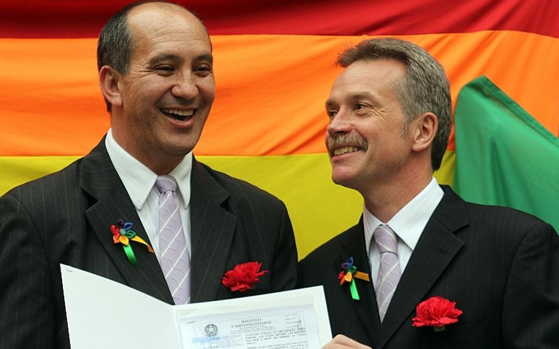 Toni Reis e seu parceiro David Harrad quando assinaram a sua união estável, em 2011