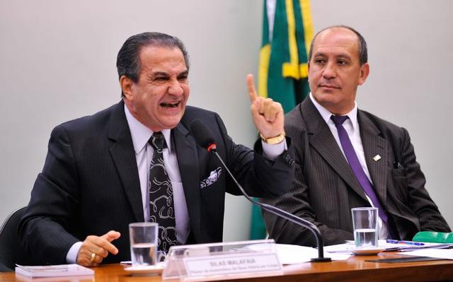 Pastor Silas Malafaia à esquerda e o professor Toni Reis em audiência sobre o Estatuto da Família, em 2015 (foto: Fabio Rodrigues Pozzebom/Agência Brasil)