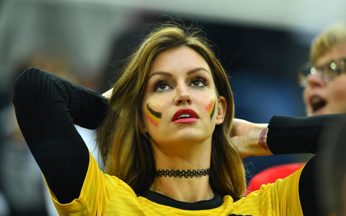 Torcedora da Bélgica durante partida contra a França, pelas semifinais da Copa da Rússia
