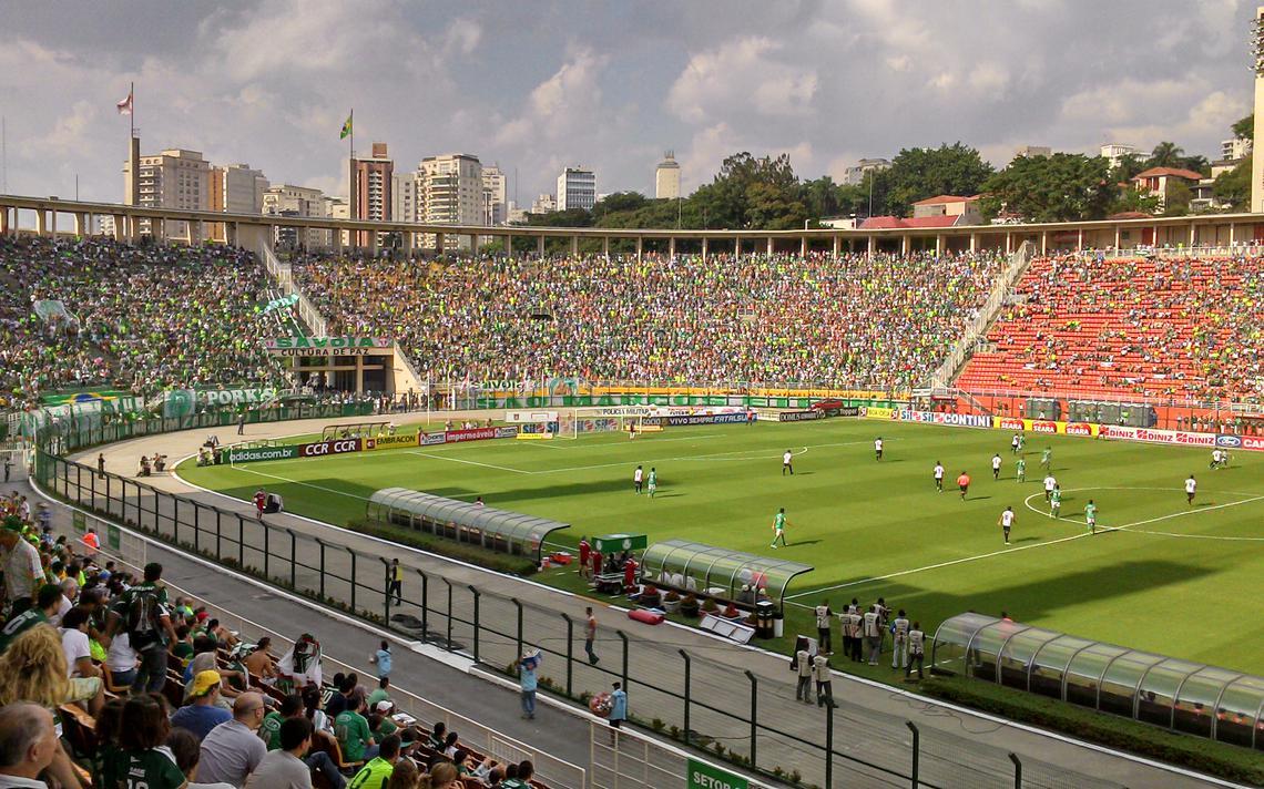Torcida nas arquibancadas do estádio do Pacaembu, em São Paulo