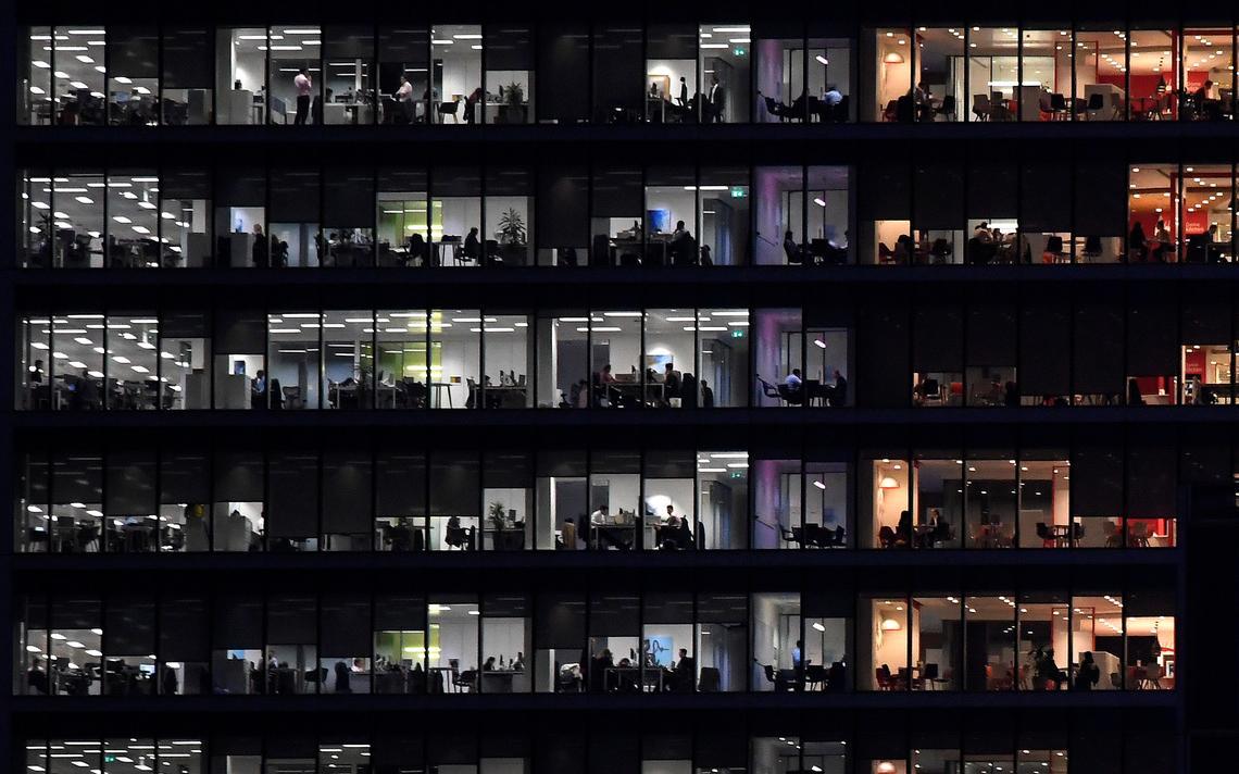 Trabalhadores em escritório em Londres, em 2017