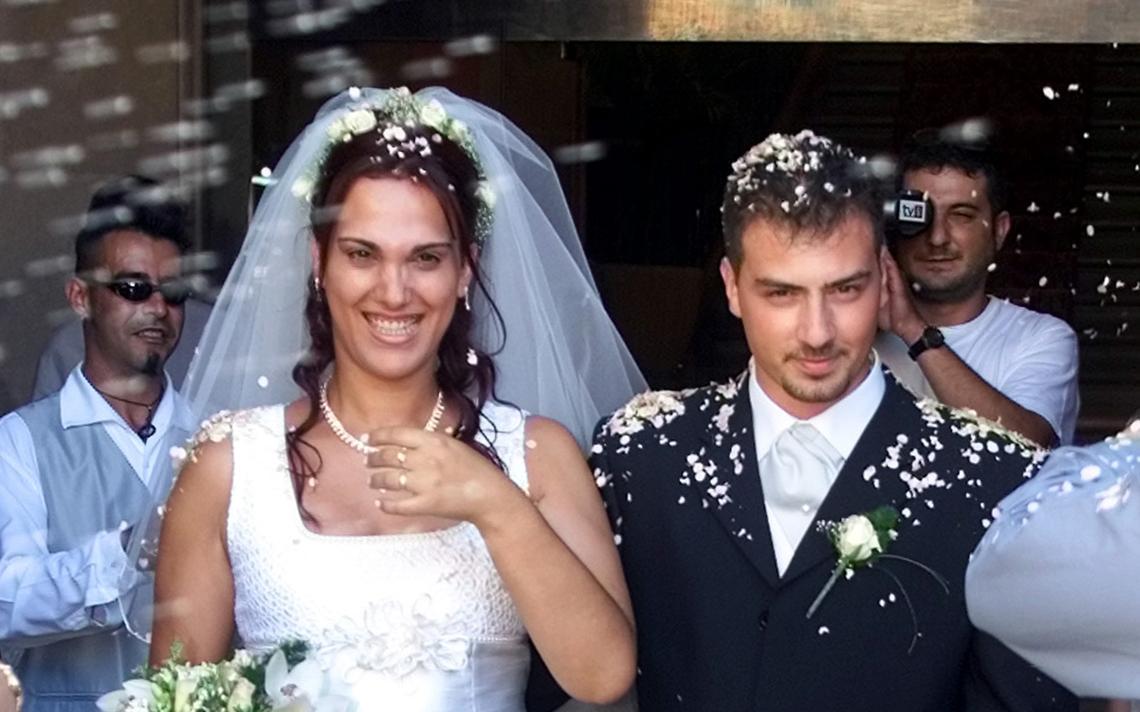 A transexual Angela Fernandez, 28, após se casar com Angel Romera, 22 em Iguala, Espanha