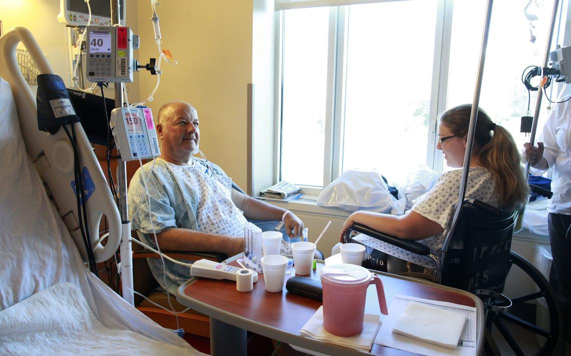 Paciente em recuperação depois de receber transplante de rim da filha