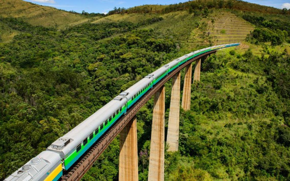 Trem de passageiros que liga Belo Horizonte (MG) a Vitória (ES)