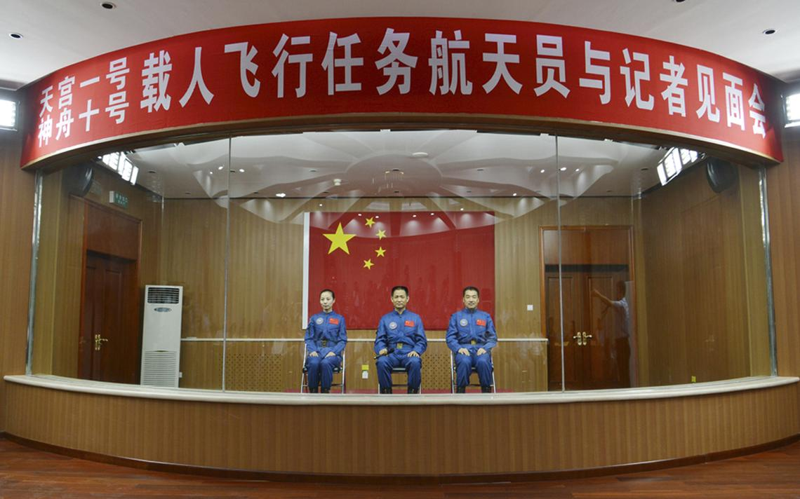Astronautas chineses que estavam à bordo do módulo Shenzhou 10 em 2013. Trio passou 15 dias no laboratório espacial Tiangong-1